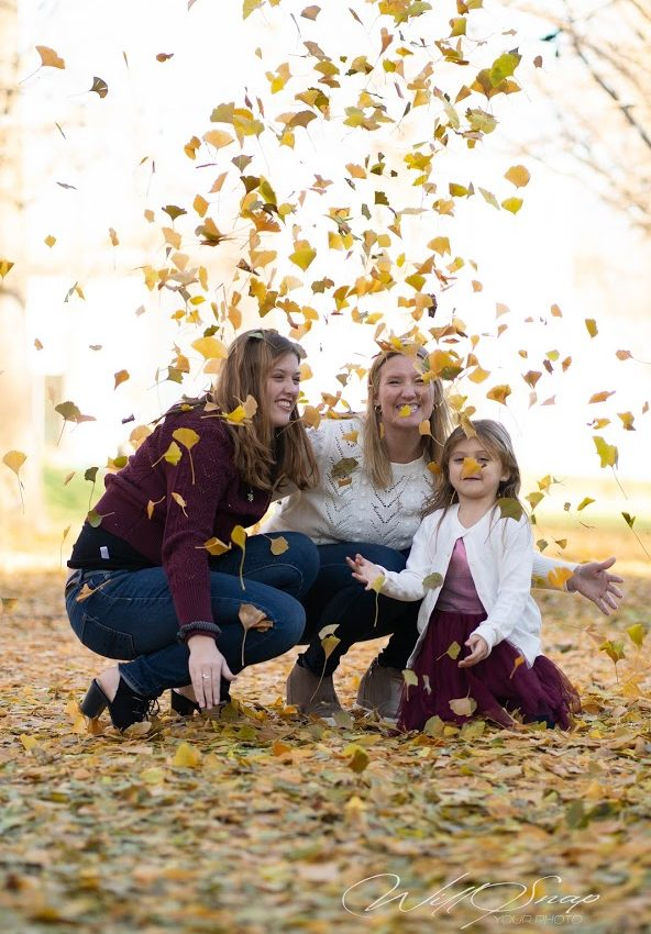 Brey Owen, Lexi, and Jaelyn, her daughters, having fun in Fall photos, Will Snap